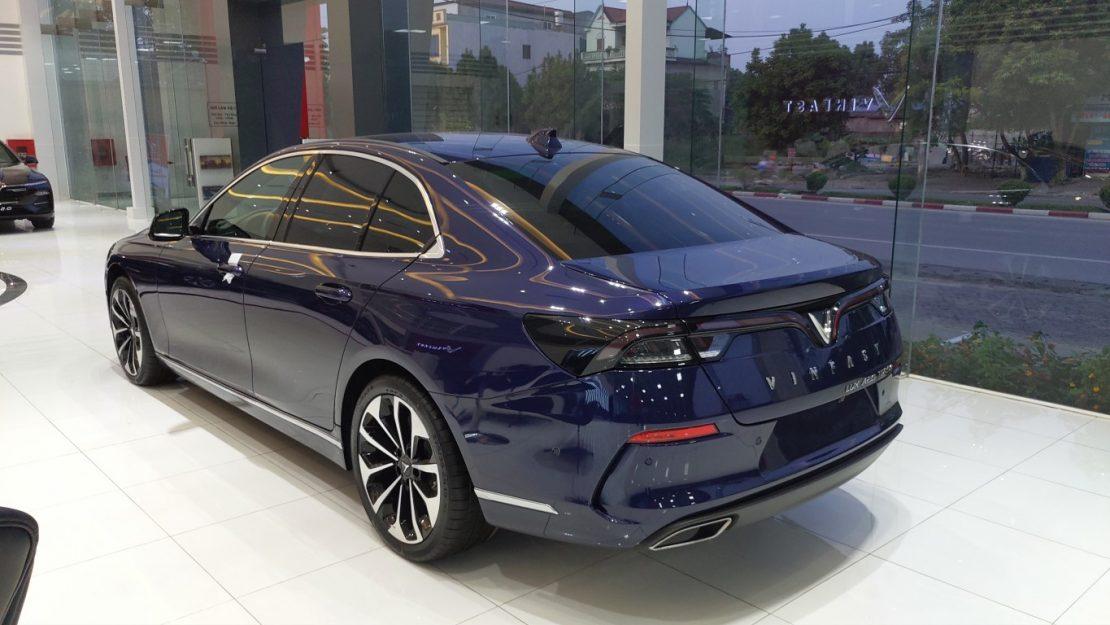 đuôi xe VinFast Lux A màu xanh